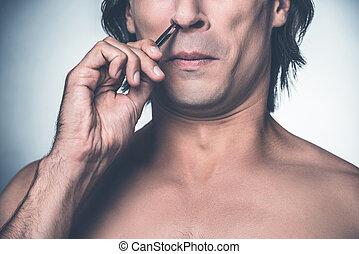 álló, procedure., közelkép, övé, shirtless, fiatal, ellen, szürke szőr, kifosztás, időz, orr, háttér, ámító, fájdalmas, ember