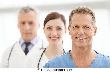 álló, sikeres, orvosi, orvosok, együtt, team., befog, mosolygós, legjobb