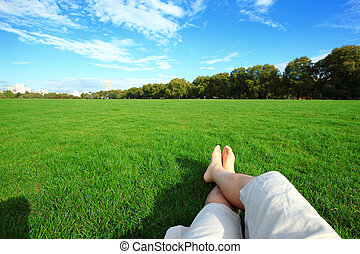élvez, kipiheni magát, mezítláb, természet