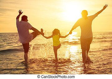 élvez, nyár, család szünidő, tengerpart, boldog