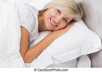 érett, portré, maradék, ágy, nő