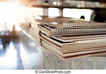 étrend, könyv, kazalba rakott, asztal, étterem