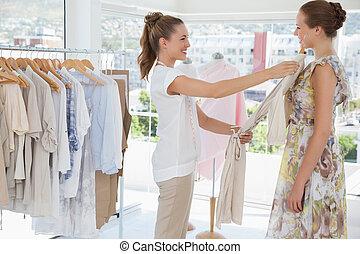 öltözet, elősegít, elárusítónő, ruhabolt, nő
