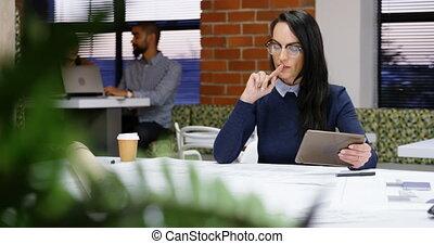 önkiszolgáló étterem, dolgozó, végrehajtó, asztal, 4k, hivatal