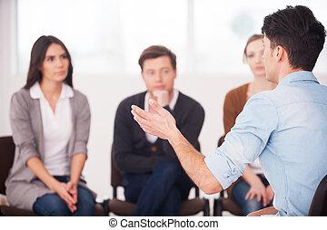 övé, csoport, ülés, emberek., emberek, probléma, gesztus, sokatmondó, időz, osztozás, valami, kihallgatás, eleje kilátás, őt, ember