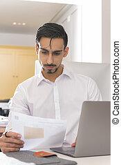 övé, hivatal, felolvasás, íróasztal, dokumentum, ember