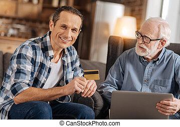 övé, laptop, atya, fiatal, időz, kártya, birtok, használ, part, ember