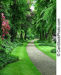 út, kert