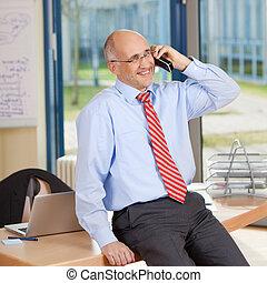 ülés, cordless telefon, időz, üzletember, íróasztal, használ