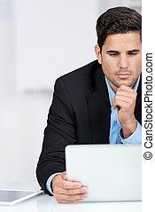 üzletember, laptop, övé, felolvasás