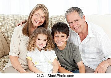 -eik, fényképezőgép, vidám család, pamlag, látszó