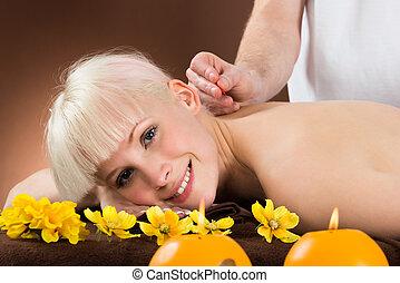 akupunktúra, nő, bánásmód, felfogó, fiatal