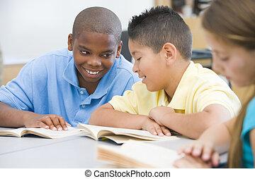 alapvető, osztályterem, izbogis