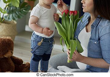 anya, menstruáció, fiú, neki, felfogó, totyogó kisgyerek