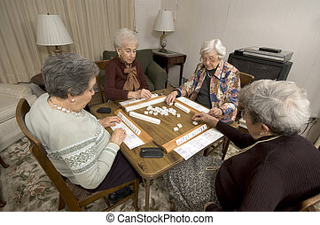 asztal játék, nő, idősebb ember