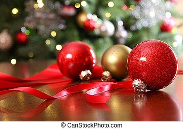 asztal, karácsonyi díszek, piros