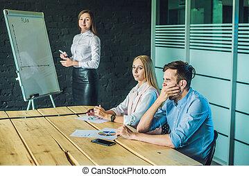 asztal, unalmas, fiatal, együtt, unott, időz, látszó, furfangos, ügy kényelmes, emberek ül, hord, presentation., csoport, el