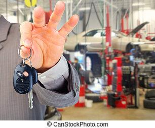 autó kulcs, kéz
