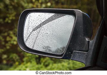 autó tükör, esőcseppek