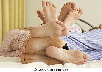 bágyasztó, feláll, ágy, lábak, family's, becsuk, otthon