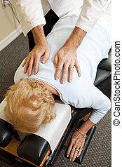 bánásmód, törődik, gerinc kezelése