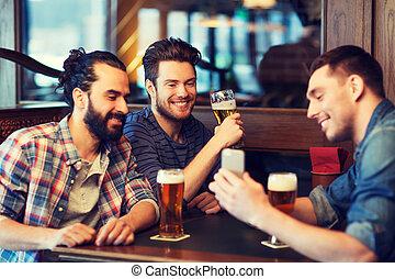 bár, hím, sör, ivás, smartphone, barátok