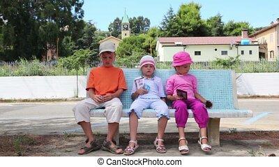 bírói szék, gyerekek, három, ülés