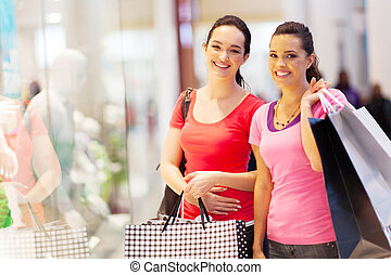 barátok, fedett sétány, bevásárlás, két, boldog