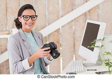 barna nő, dolgozó, elegáns, otthon