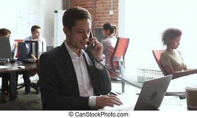 beszéd, laptop, munka, munkás, telefon, íróasztal, használ, hím