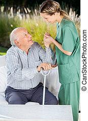 beszerez, házfelügyelő, feláll, öregedő, dívány, ételadag, női, ember
