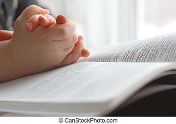 biblia, jámbor, gyermekek, fiatal, kézbesít, imádkozás