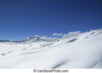blue hegy, tiszta égbolt, alatt