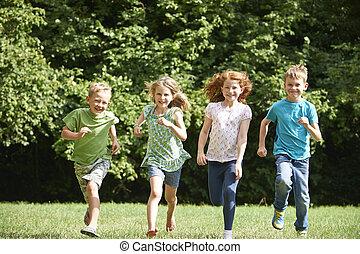 boldog, felé, futás, fényképezőgép, csoport, mező, át, gyerekek