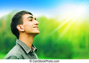boldog, fiatalember