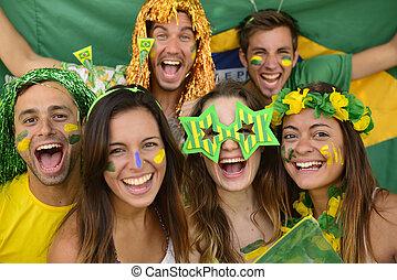 boldog, sport, csoport, misét celebráló, rajongó, együtt., brazíliai, futball, ámuló, diadal