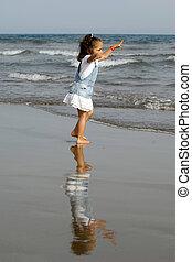boldog, tengerpart, gyermek