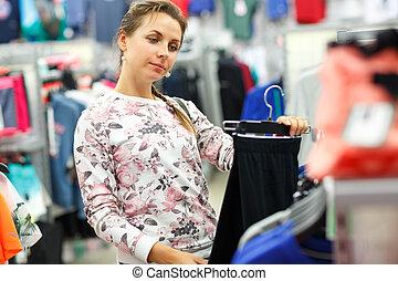 bolt, woman bevásárol, eldöntés, közben, öltözet, nadrág