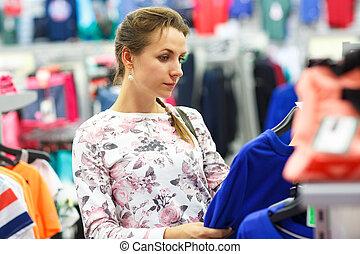 bolt, woman bevásárol, szvetter, eldöntés, közben, öltözet