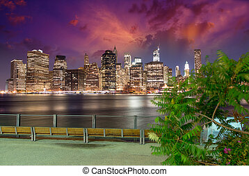 bridzs, megvilágít, skyscrapers., liget, -, láthatár, brooklyn, éjszaka, látott, manhattan
