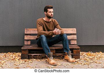 bukott, narancs kilépő, szalmaágy, fiatal, fal, fából való, ülés, figyelmes, háttér, jelentékeny, emelet, handsome., szürke, ember, külső