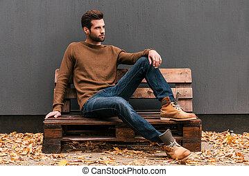 bukott, narancs kilépő, szalmaágy, fiatal, fal, fából való, ülés, háttér, emelet, jelentékeny, handsome., ember, szürke, alkalomszerűen, külső