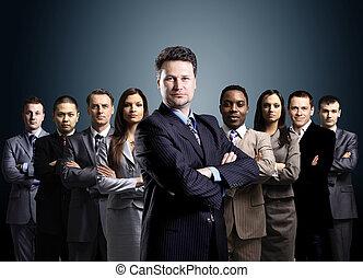 businessmen, ügy, felett, háttér, fiatal, befog, álló, sötét, elrendezett