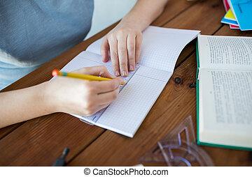 ceruza, vonalzó, feláll, kézbesít, becsuk, rajz