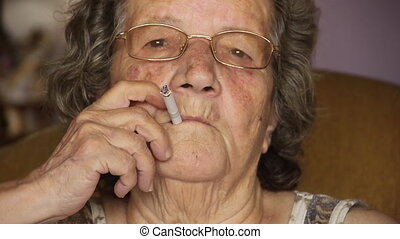 cigaretta, öregasszony, nyugdíjas, dohányzó