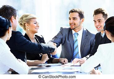 colleagues, ügy, ülés, találkozó asztal, 2 kezezés, közben, hím, remegő, igazgatók