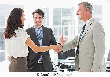 colleagues, bevezető, üzletember
