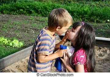 csókolózás, gyerekek