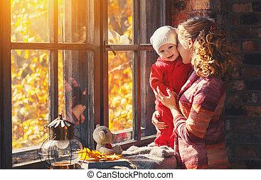 család, anya, ablak, nevető, bukás, csecsemő, játék, boldog