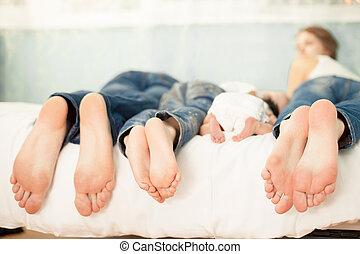 család, kiállítás, ágy, lábak, -eik, otthon
